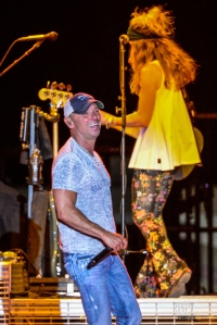 06_17_2017_CJ_Performance_KennyChesney_CJBerzin_w-10